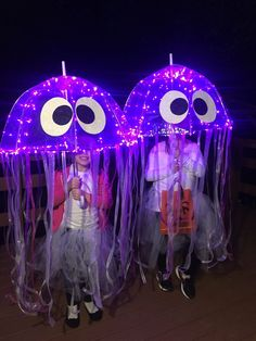 Jellyfish costumes I made for my kiddos! Jellyfish costumes I made for my kiddos!You can find Homemade halloween costumes and mo. Halloween 2020, Holidays Halloween, Halloween Kids, Halloween Crafts, Holiday Crafts, Holiday Fun, Happy Halloween, Halloween College, Halloween Makeup