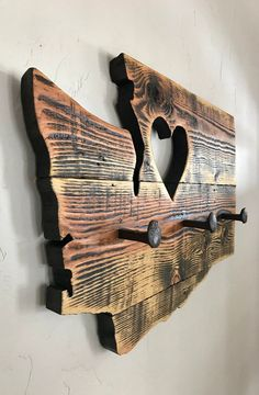 Barn Wood Crafts, Old Barn Wood, Reclaimed Wood Projects, Reclaimed Barn Wood, Diy Wood Projects, Barnwood Ideas, Easy Woodworking Projects, Woodworking Furniture, Railroad Spikes Crafts