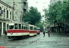 Poză de epocă din 1973, cu un tramvai Thomson pe Calea Griviței, văzut dinspre intersecția cu străzile Buzești și Berzei. Busses, Locomotive, Time Travel, Dan, Places To Visit, Street View, Memories, Beautiful, Bucharest