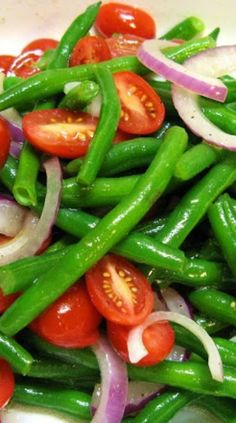 Red Onion, Tomato, & Steamed Green Beans, Tossed In Olive Oil ~ Simple & Good Vegetable Recipes, Vegetarian Recipes, Cooking Recipes, Healthy Recipes, Waldorf Salat, Green Bean Salads, Fresh Green Bean Recipes, Green Beans And Tomatoes, Cherry Tomatoes