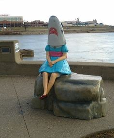 Shark shirley didnt want to be recognised ,no shirley there's nothing unusaual for people to look at now