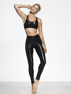 Your favorite Carbon38 fabric is now sleeker than ever with the new Takara Leggings. The higher-waisted cut provides a more flattering silhouette, while the same active details (perfect compression, moisture wicking) ensures you perform even better than y