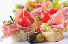 simple and super easy baby shower food ideas, dessert inspirations - italian salami and ripe cherry tomato snack- maybe no tomato on some, or maybe ham or chicken salad Baby Shower Simple, Baby Shower Food Easy, Snacks Für Party, Cherry Tomatoes, Appetizer Recipes, Tomato Appetizers, Finger Foods, Food And Drink, Cooking Recipes