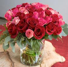 #roses #valentinesDay Valentines Flowers, Valentines Day, Glass Vase, Roses, Home Decor, Valantine Day, Valentine's Day, Decoration Home, Pink