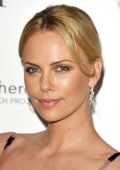 Charlize Theron's pretty nude makeup