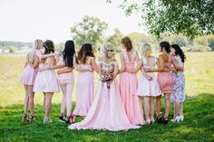 Bridesmaid Duties: 5 Tips To Make You The Best Bridesmaid Ever - Think being a bridesmaid is just looking pretty? It's actually a big responsibility so here are 5 tips for bridesmaid duties so that you can be the best Wedding Themes, Wedding Tips, Wedding Photos, Wedding Day, Autumn Wedding, Wedding Blog, Summer Wedding, Rustic Wedding, Wedding Decorations