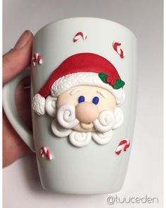 polymer clay santa mug Polymer Clay Figures, Cute Polymer Clay, Polymer Clay Charms, Polymer Clay Projects, Polymer Clay Creations, Diy Clay, Clay Crafts, Christmas Mugs, Christmas Crafts