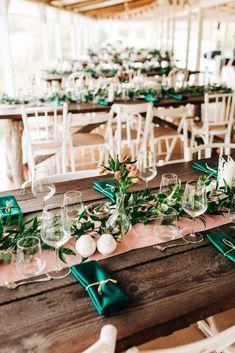 Aranjamente Florale pentru Nunti, buchete, decorațiuni. Calitate și creativitate pentru nunți și botezuri minunate! Suna-ma chiar acum! Floral Wedding, Wedding Flowers, Home Wedding, Table Decorations, Bride, Design, Hawaii, Wedding At Home, Wedding Bride