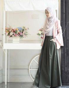 47 Ideas For Fashion Style Hijab Maxis fashion 668995719629668377 Islamic Fashion, Muslim Fashion, Modest Fashion, Skirt Fashion, Trendy Fashion, Fashion Dresses, Trendy Style, Fashion Days, Womens Fashion