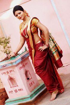 Beautiful Marathi Saree, Marathi Bride, Marathi Nath, Marathi Wedding, Indian Bridal Lehenga, Indian Beauty Saree, Beautiful Saree, Beautiful Indian Actress, Kashta Saree