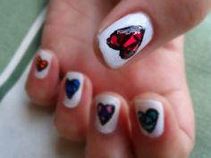Quebrando a Rotina: Brincando de Manicure: Vitrais + Corações + Cores http://quebrandoarotiina.blogspot.com.br/2014/06/brincando-de-manicure-vitrais-coracoes.html