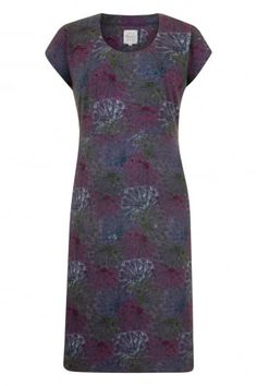 Our peacock fan print dress will no doubt be one of the most flattering dresses you own! This dress is lovely a(. Flattering Dresses, East Sussex, Contemporary Fashion, Fascinator, The Secret, Peacock, Scoop Neck, Short Sleeve Dresses, Beautiful Women