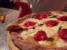 Pizza Gourmet. Impasto con farina Petra 3 del Molino Quaglia, pomodorino di Corbara in acqua e sale, Fior D'Agerola, basilico e olio BIO DOP Pregio delle colline salernitane.   Realizzata da #luigiacciaio