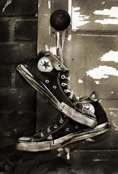 44263ec8e40fa BEAUTIFUL BLACK AND WHITE PHOTOGRAPHY IDEAS (17). Converse Chuck Taylor High  ...