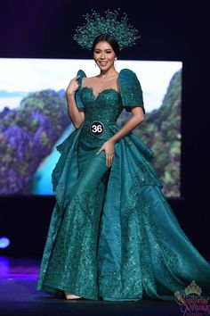 Talented Filipinos ar at par with world talents, unique talents, ingenuity, and intelligence. BINIBINING PILIPINAS - Filipino Women Clothe By Top Fashion Designers Modern Filipiniana Gown, Filipino Fashion, Philippines Fashion, Ball Gown Dresses, Traditional Dresses, African Fashion, Evening Gowns, Designer Dresses, Wedding Gowns