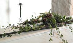 Begravning - Skogsinspirerad kistdekoration till jägare // funeral - forest inspired coffin spray for a hunter