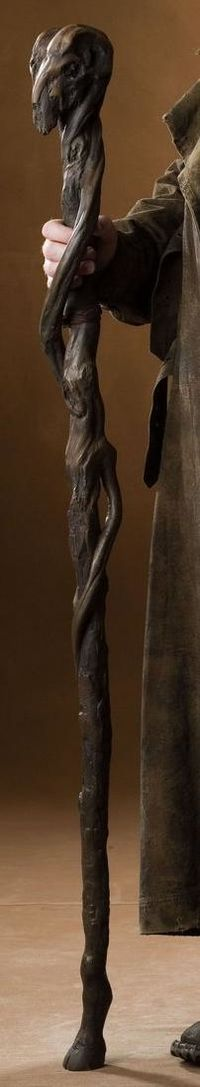 Risultati immagini per wizard staff Wooden Walking Sticks, Walking Sticks And Canes, Walking Canes, Wood Carving Art, Wood Art, Wizard Staff, Walking Staff, Cane Stick, Wood Sculpture