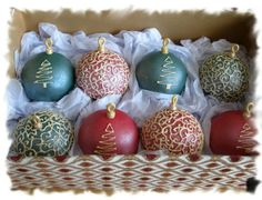Christmas Ornament Cupcakes by CakeParties