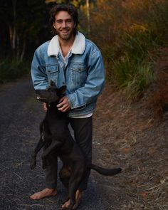 Matt Corby 😍😍 and puppy Matt Corby, Hey Good Lookin, Attractive Men, Man Crush, Beautiful Boys, How To Look Better, Eye Candy, Hipster, The Incredibles