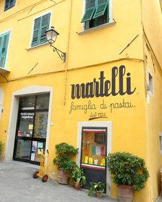 """MARTELLI, TRADITIONAL ITALIAN PASTA SINCE 1926.  Located in the medieval Tuscan town of Lari with a yellow-fronted facade the Martelli's little factory is sitting right in front of  an  imposing 12th-century castle. Martelli is one of the few artisan pasta manufacturers  making its products  by slowly kneading the best durum-wheats with cold water and drying it  at a """" low traditional temperature"""" (33-36°C) for about 50 hours (depending on the weather). The result is a tasty"""