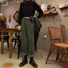 Retro Outfits, Mode Outfits, Vintage Outfits, Casual Outfits, Casual Pants, Vintage Pants, Outfit Stile, Goth Outfit, Fall Fashion Outfits