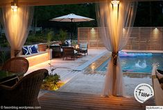 trädäck,pool,utomhus,belysning,plantering Pool Spa, Swimming Pools Backyard, Garden Pool, Pool Lounge, Lounge Areas, Outdoor Pool, Outdoor Decor, Pool Construction, Pool Equipment