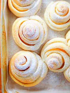 thursday thoughts These version of Mallorca is super soft, airy and melt in your mouth. You have to try this No-Knead Mallorca Bread as an addition to your bread recipes. Tasty Bread Recipe, Bread Recipes, Cooking Recipes, Bread Bun, Bread Rolls, Scones, Mallorca Bread, Cheesecakes, No Knead Bread