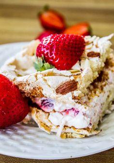 Spring Desserts, Just Desserts, Delicious Desserts, Dessert Recipes, Frosting Recipes, Cake Recipes, Meringue Desserts, Meringue Cake, Moist Cakes