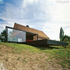 Zagorje cottage renovation, Proarh Studio - existing house form retained, porch substituted with glass cube Architecture Résidentielle, Amazing Architecture, Contemporary Architecture, Haus Am Hang, Casa Patio, Casas Containers, Cottage Renovation, Contemporary Cottage, Building A House
