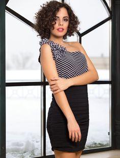 Rochie Natalie - Rochie asimetrica, cu o singura bretea si elemente florale. Model potrivit pentru petreceri. 109lei