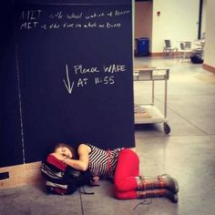 College girl taking a nap trusts strangers to wake her up! College Girls, College Life, College Problems, Done Quotes, Funny As Hell, Funny Laugh, Love People, School Days, How To Fall Asleep