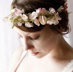 Delicada corona de guisantes de olor. Flores disponibles en invierno. Imagen: Pinterest