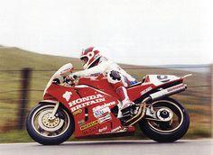 Racing Cafè: Honda VFR 750 R RC30 C.Fogarty 1990