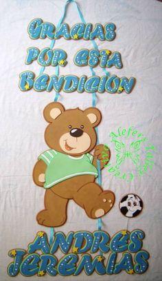 Banner en foami para puerta clínica, baby shower, etc... =) Baby Shower, Smurfs, 3 D, Diy Crafts, Character, Bricolage, Wreaths, Handmade Crafts, Animal Posters