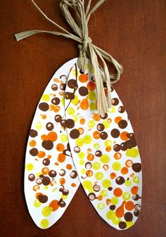 Indian Corn Craft and Five Kernels of Corn Legend - corn dot paintings art - Easy Thanksgiving Crafts for Kids – Happiness is Homemade - Free Thanksgiving Printables, Thanksgiving Crafts For Kids, Holiday Crafts, Thanksgiving Turkey, Thanksgiving Decorations, Fall Decorations, Halloween Crafts, Harvest Crafts For Kids, November Thanksgiving
