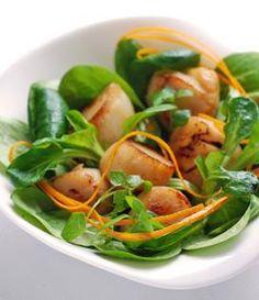 #Recette #noix de #saint-jacques poêlées et salade de mâche à l'orange et gingembre : une recette facile à réaliser pour les fêtes !