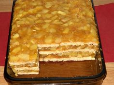 Prajitura cu mere,biscuiti si budinca (fara coacere) - imagine 1 mare Apple Recipes, Sweet Recipes, Baking Recipes, Cookie Recipes, Dessert Recipes, Croatian Recipes, Hungarian Recipes, Good Food, Yummy Food