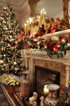 Such a Beautiful Christmas Tree! Christmas Fireplace, Christmas Mantels, Christmas Scenes, Noel Christmas, Merry Little Christmas, All Things Christmas, Winter Christmas, Christmas Crafts, Fireplace Mantel