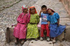 Niños huicholes. Real de Catorce, México