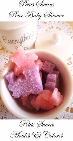 A la maison nous faisons des petits sucres colorés depuis longtemps, mais je dois avouer qu'ils étaient plutôt ... rectangles. Colorés oui, mais pas très rigolos.     Par chance j'ai dejolis moules en silicone … la taille parfaite