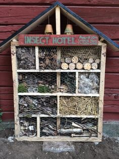 Bug Hotel for the front garden Insect Hotel, Bug Hotel, Decor Crafts, Diy And Crafts, Crafts For Kids, Farm Projects, Garden Projects, Farm Gardens, Outdoor Landscaping