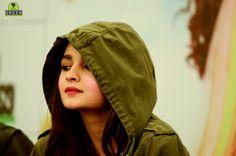 💋😘😘 Beautiful Bollywood Actress, Beautiful Indian Actress, Alia Bhatt Dear Zindagi, Girl Hiding Face, Alia Bhatt Varun Dhawan, Alia Bhatt Photoshoot, Beautiful Heroine, Aalia Bhatt, Alia Bhatt Cute
