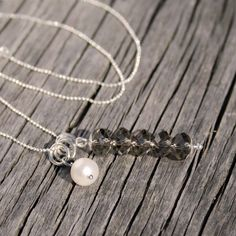A feminine and stylish necklace which you can wear all day long to dress up any outfit. Why not wear it as a reminder of the beauty of the seaside and those lovely days spent - and yet to come - on your favorite seaside location.  marissal.se