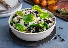 Suppilovahvero-hapankaalisalaatti (Maaseudun Tulevaisuus) Sprouts, Cabbage, Vegetables, Food, Essen, Cabbages, Vegetable Recipes, Meals, Yemek