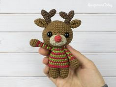 This tiny adorable amigurumi deer is going to bring a holiday spirit to your home! Crochet this little guy with the help of our Tiny Deer Amigurumi Pattern. Crochet Deer, Crochet Dolls, Diy Crochet Patterns, Crochet Projects, Diy Haken, Cute Christmas Gifts, Holiday Crochet, Yarn Stash, Sewing A Button