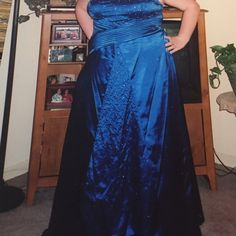 🌷🌷Gorgeous Prom Dress 🌷🌷 Absolutely Beautiful Royal Blue Prom Dress!!Ladies sz.18-22.. Lace up back gives you extra sizing.. Has a sheer matching shawl ( not shown) worn once been stored since) GUC Dresses Prom