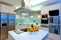 Sophisticated style for Bea Alonzo's Quezon City house Real Living Philippines Celebrity Kitchens, Celebrity Houses, Elegant Kitchens, Cool Kitchens, Bea Alonzo, Dining Area Design, Quezon City, Elegant Dining, Formal Living Rooms