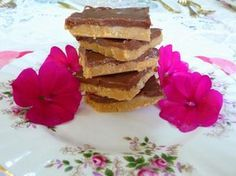 SPLENDID LOW-CARBING BY JENNIFER ELOFF: NO BAKE PEANUT BUTTER CHOCOLATE BARS - Hmm, completely addictive, but legal and sure to satisfy that sweet tooth! Visit us at: https://www.facebook.com/LowCarbingAmongFriends