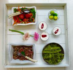 Salade, haricots plats, boeuf thaï et fromages blancs aux brugnons
