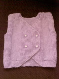 This vest model is very useful for newborn babies. Side knit … - My CMS Knitting Baby Girl, Knitting For Kids, Baby Knitting Patterns, Free Knitting, Baby Cardigan, Baby Pullover, Baby Outfits, Moda Emo, Baby Sweaters